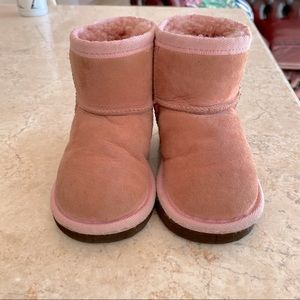 Kids pink UGG boots approx size 6-7